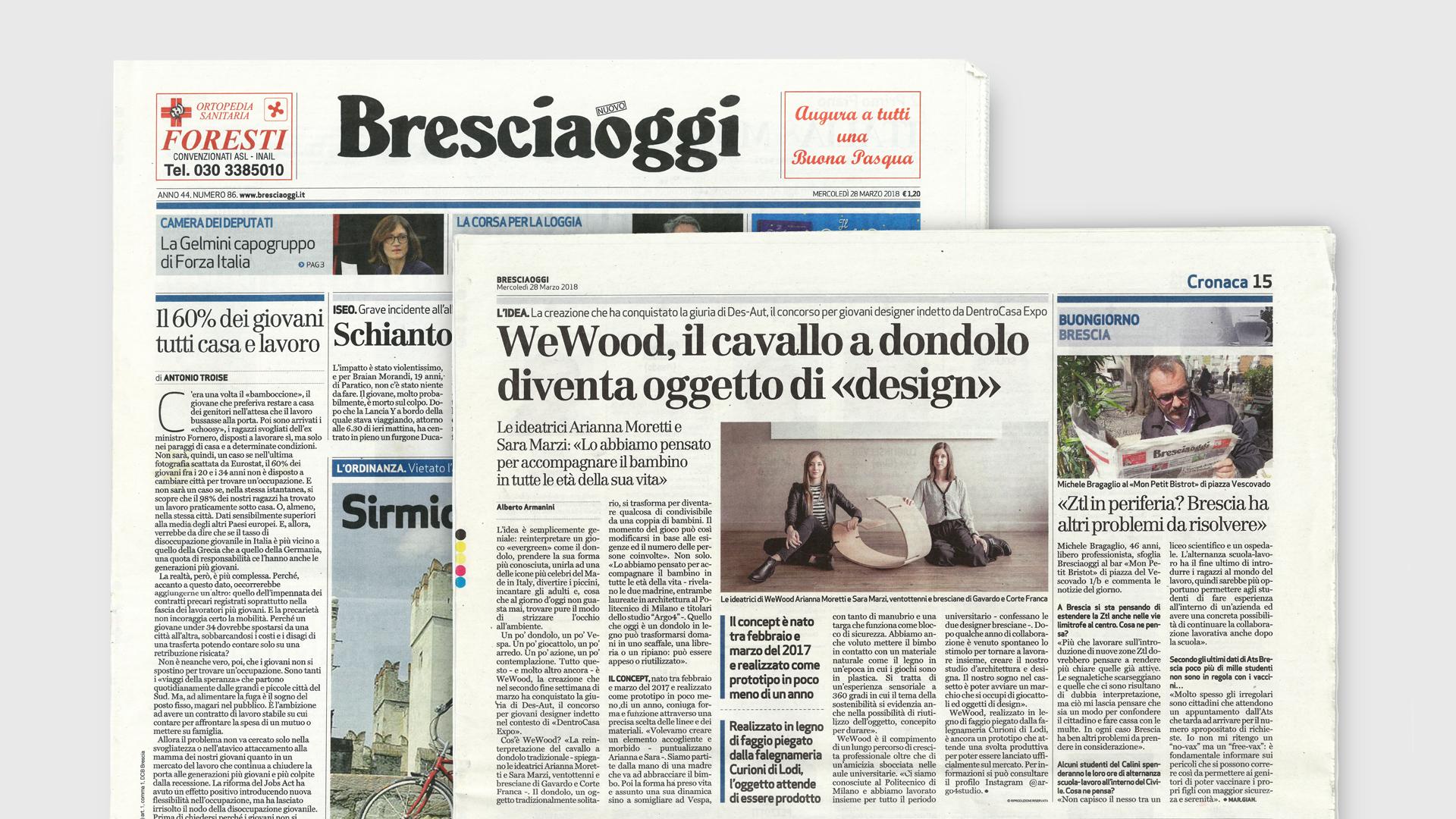 Immagine della prima pagina del Bresciaoggi del 28 Marzo 2018 e della pagina con l'articolo riguardo il cavallo a dondolo YaWood.