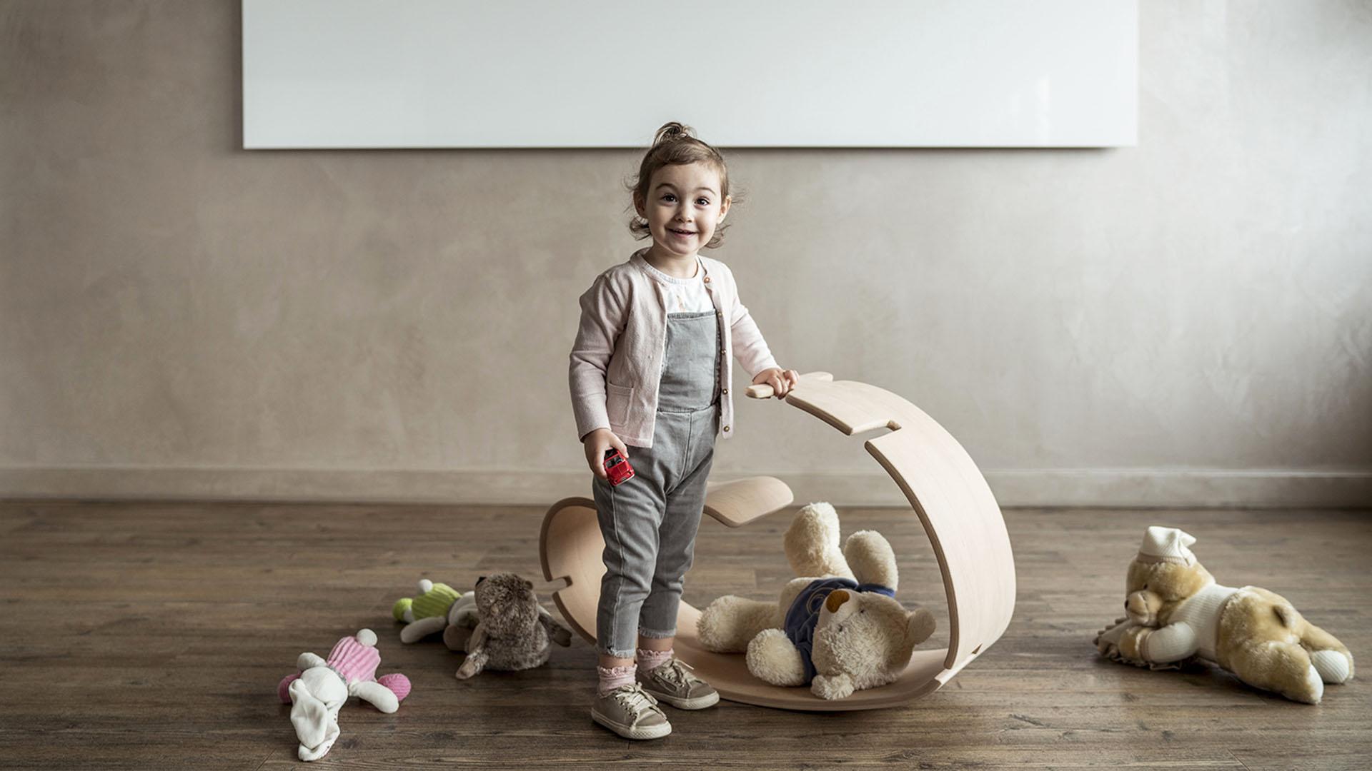 YaWood è un cavallo a dondolo in legno curvato progettato da Argo4.